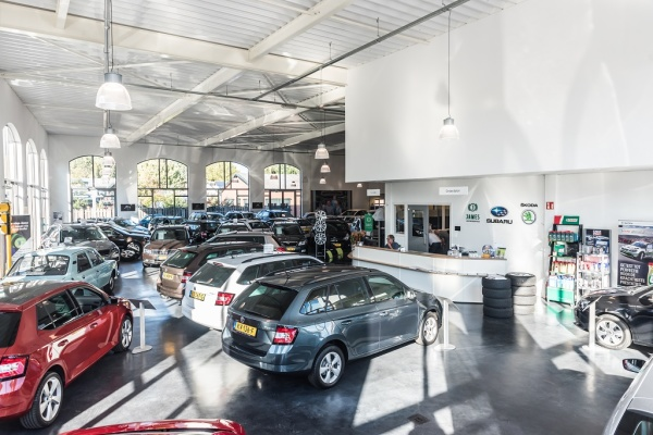 Showroom Auto Jawes Ede, weer open